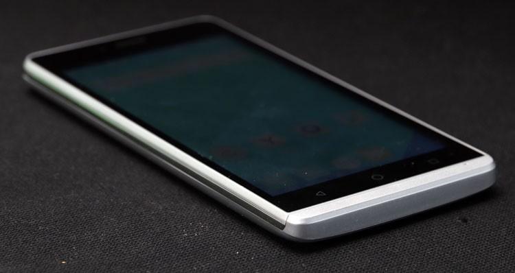 d4f5d2fd90be4 Основные элементы находятся в быстрой доступности. Придраться можно к  габаритам, они сопоставимы с флагманскими 5.5-дюймовыми смартфонами.