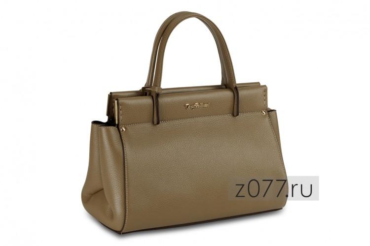 10481f03fe85 Крупная сумка имеет несколько внутренних отделений, позволяющий  рассортировать все необходимое удобным образом. Изготавливаются модели из  кожи (натуральной ...