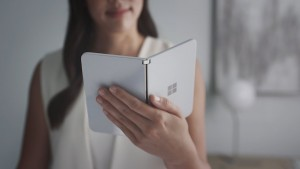 Microsoft Surface Duo был замечен на публике