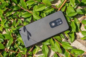Защищенный смартфон Motorola Defy (2021) показали на фото