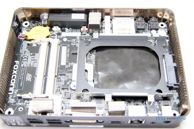����� � ����� Foxconn AT-7300. ���������, �� ���������� Barebone
